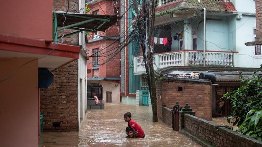 Al menos 18 muertos y 900.000 afectados por lluvias en Nepal y noreste indio