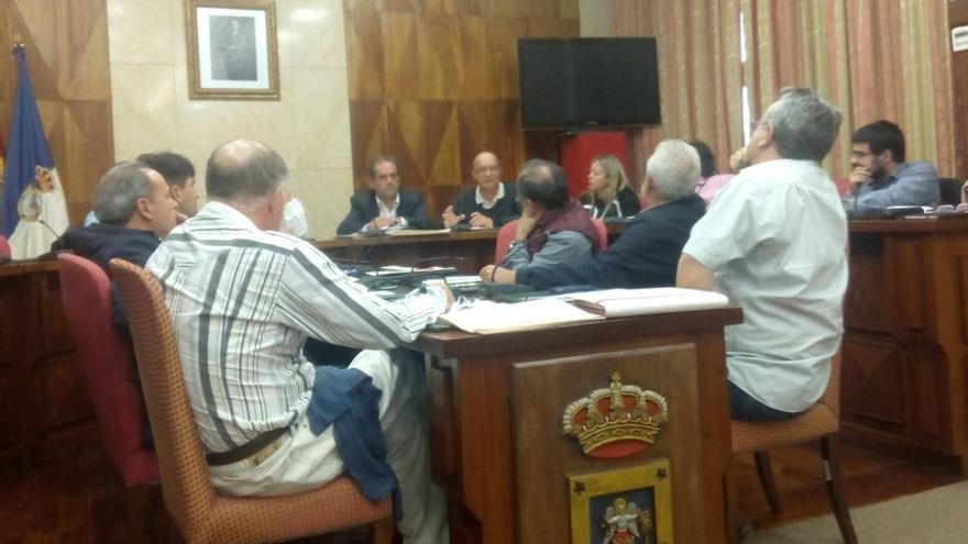 Constitución de la Mesa Insular de la Energía celebrada el pasado jueves en el Cabildo. Foto: Px1NME.