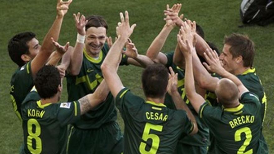 Eslovenia celebra el gol a Argelia