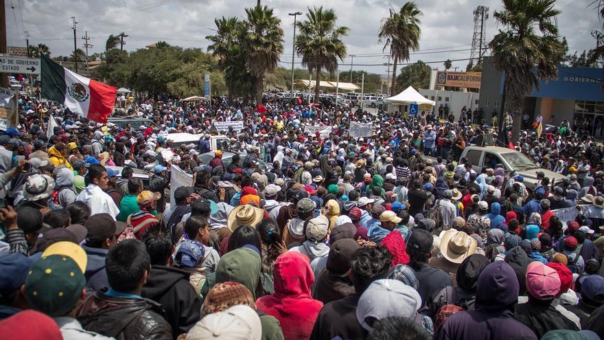 Concentración de jornaleros encabezados por la Alianza de Organizaciones frente a la delegación de gobierno de Baja California en San Quintín. / Foto: J.P. Martínez.