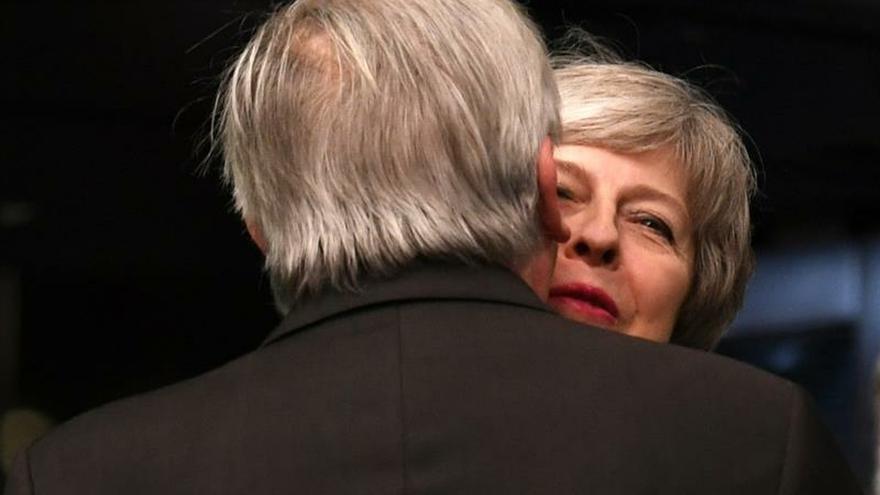 """May viaja a Estrasburgo para abordar el """"brexit"""" con Juncker"""
