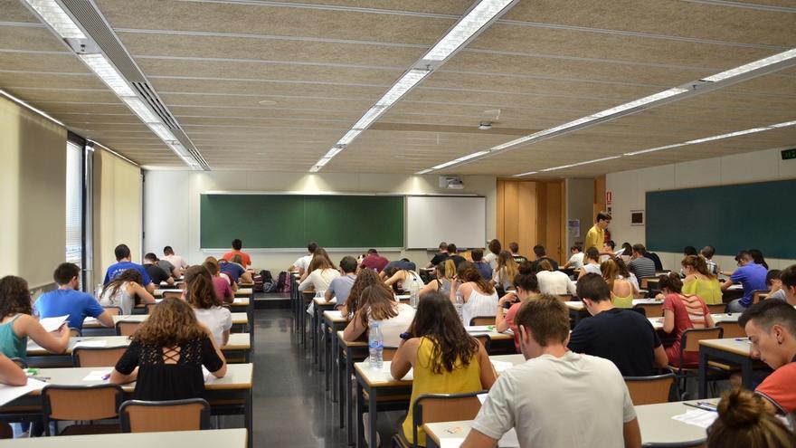 Estudiantes vascos recogen casi 12.000 firmas contra el examen de Matemáticas de Selectividad