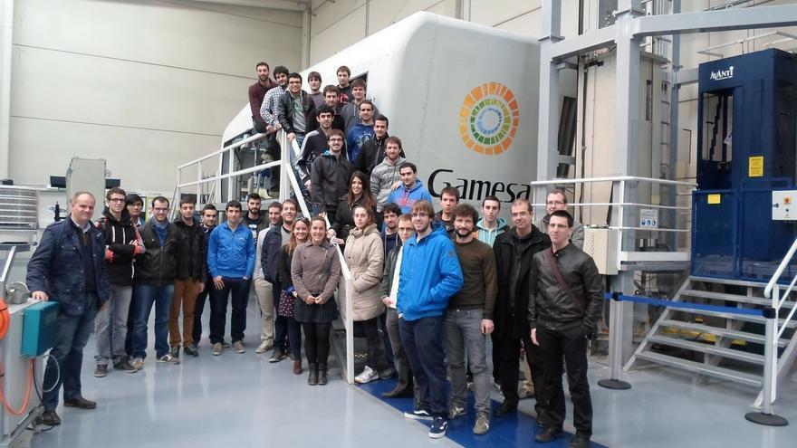 Estudiantes de la Escuela de Ingenieros Industriales de la UPNA visitan las instalaciones de Gamesa