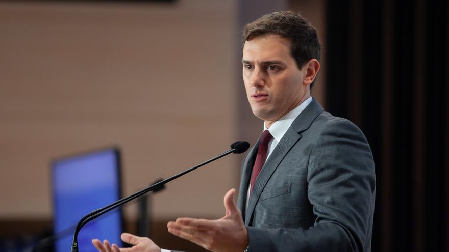 Rivera pide a Susana Díaz que sea autónoma de Sánchez e Iglesias y se abstenga para permitir el cambio en Andalucía