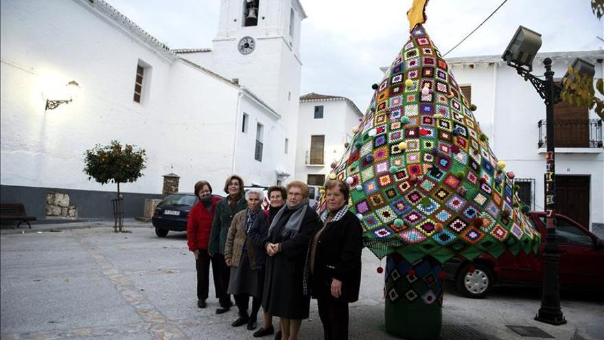 Artesanía y el trabajo colectivo decoran la Alpujarra granadina