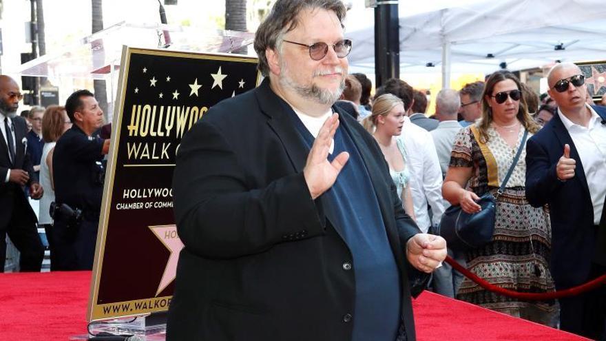 En una serie de tuits, el director mexicano alabó el trabajo de Scorsese y las actuaciones de Joe Pesci y Robert De Niro, protagonistas del filme junto a Al Pacino.