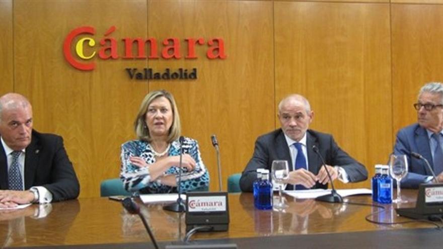 El presidente de la Cámara de Valladolid, Victor Caramanzana, junto a la entonces consejera de Economía, Pilar del Olmo.