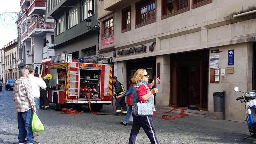 Intervención de los bomberos en el edificio Abreu.