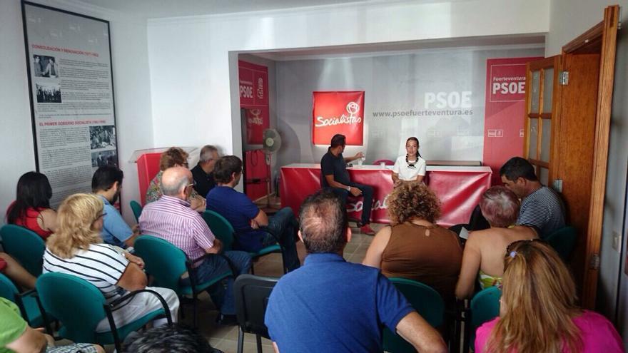 Patricia Hernández durante un encuentro para hablar de sus propuestas en Fuerteventura.