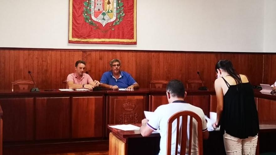 Miembros del nuevo órgano que gestionará la playa del Puerto.