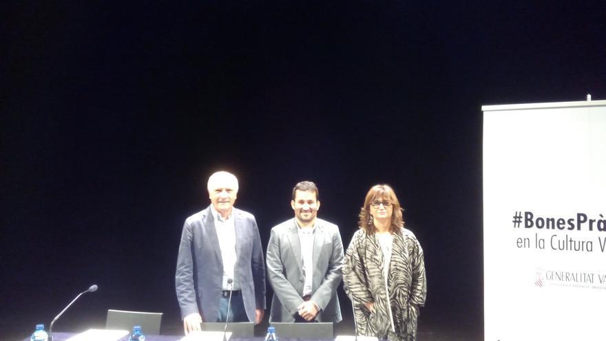 Los tres máximos representantes del área de Cultura del Consell durante la presentación del código de buenas prácticas