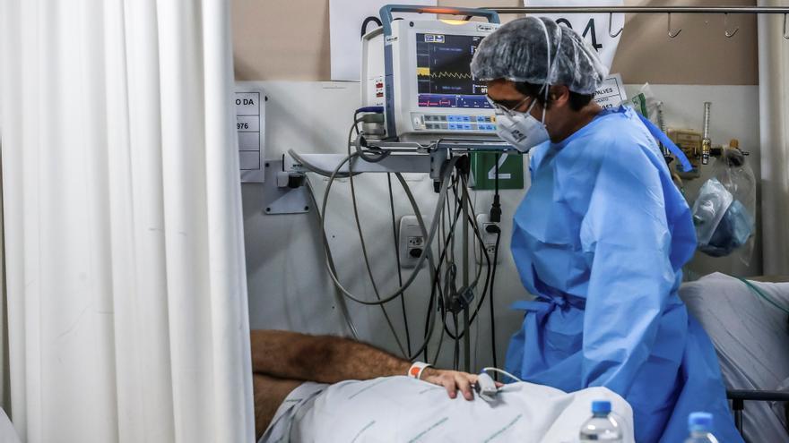 Estudian en Brasil un extraño caso de coronavirus positivo durante 218 días
