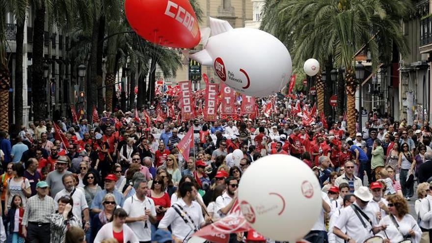 Miles de valencianos piden acabar con los recortes y un cambio de políticas