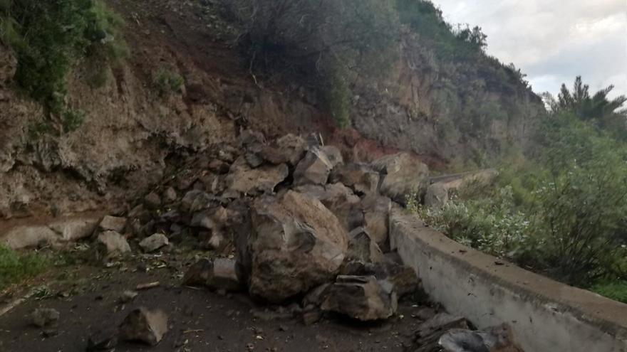 Desprendimiento en la carretera que une Firgas con Moya