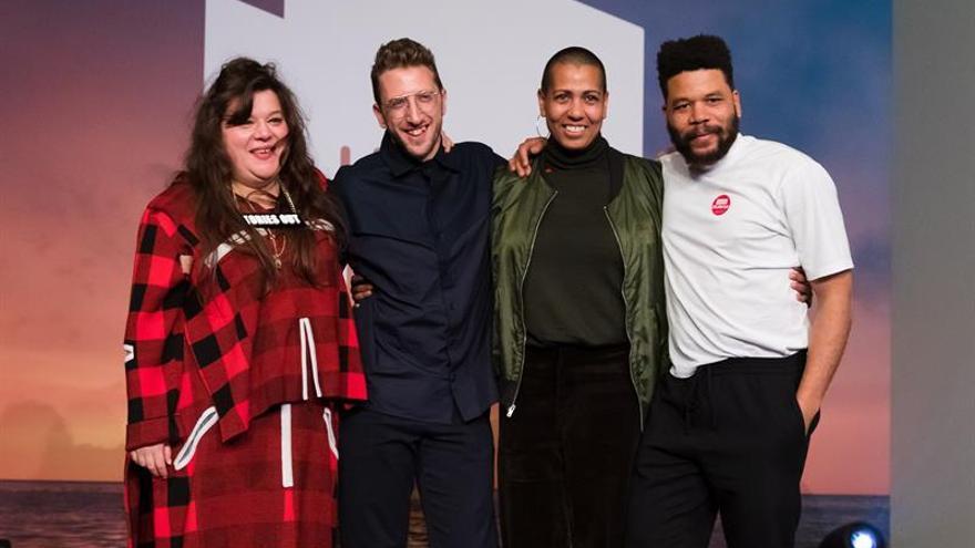 Los artistas (i-d) Tai Shani, Lawrence Abu Hamdan, Helen Cammock y  Oscar Murillo, ganadores del premio Turner.