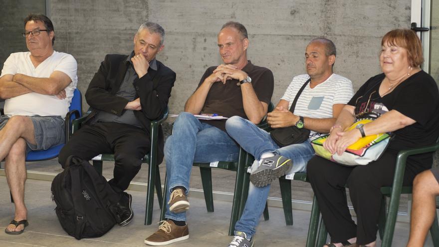 Sergio Millares informa a los vecinos de la retirada de la valla del Castillo de La Luz en la primera 'Asamblea Isletera'