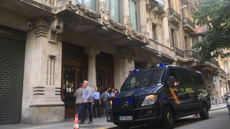 Libertad con medidas cautelares para los dos detenidos en la operación de la Policía por el censo del 1-O