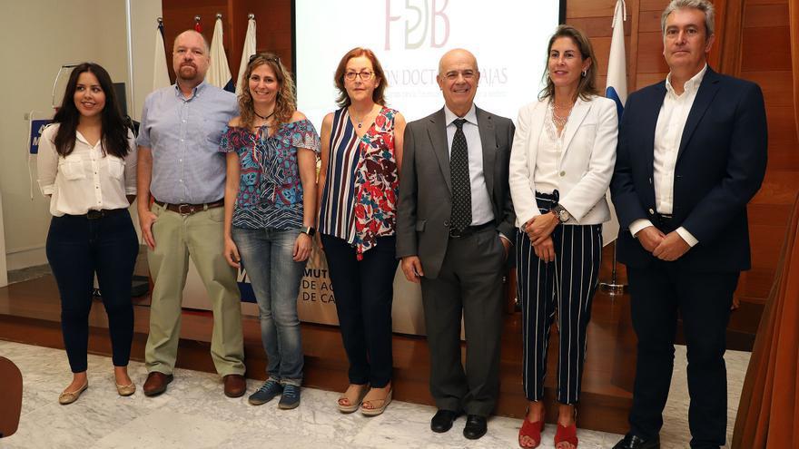 Foto de familia con representantes de las entidades públicas y privadas participantes en el proyecto 'EscuchARTE'