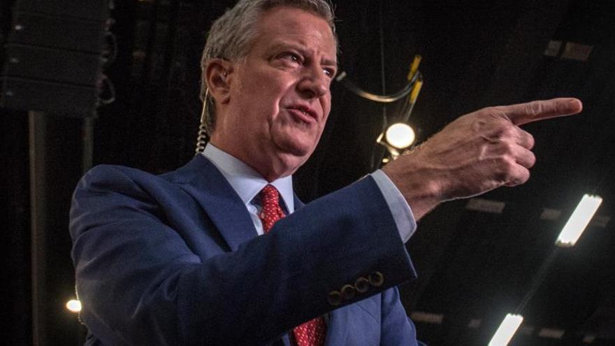 Los manifestantes pidieron tanto al alcalde Bill de Blasio (imagen) como al gobernador Andrew Cuomo que se tomen en serio estos crímenes, y exigieron a la División Especial de Víctimas del departamento de Policía de Nueva York que introduzcan mejoras en la resolución de los casos, en la prevención y en los programas de apoyo a las víctimas.