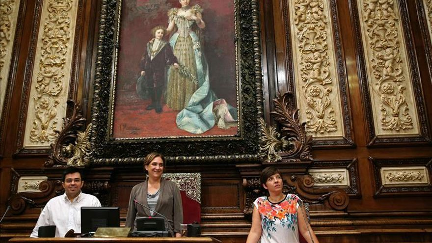 Barcelona no se adhiere a la AMI al abstenerse Ada Colau y Unió