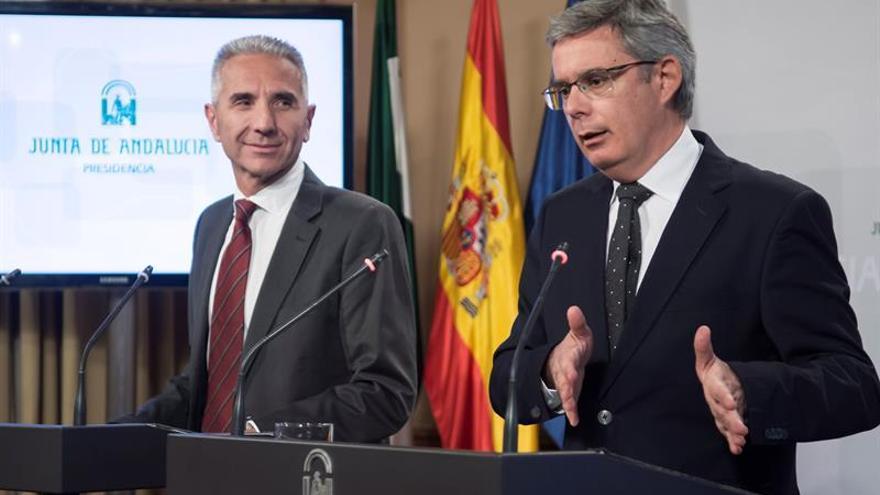 """El Gobierno andaluz pide a Rajoy que """"escuche, aunque sea a los de su partido"""""""