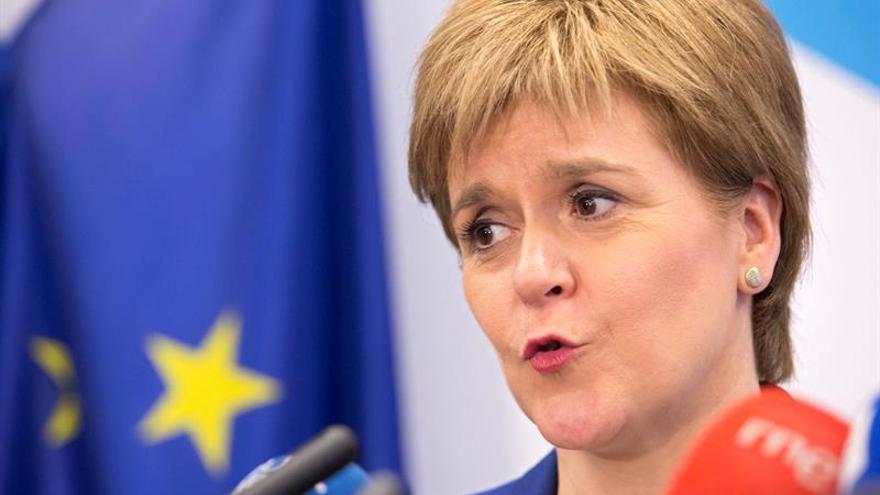 Sturgeon quiere garantías sobre los derechos de los comunitarios en Escocia