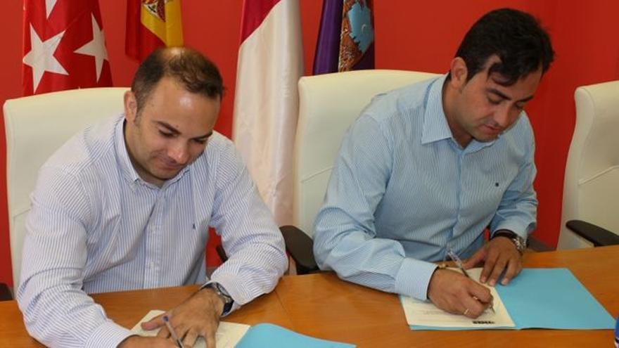 Jaime Celada (der.), alcalde de Cabanillas de Campo (Guadalajara) / Foto: Ayuntamiento