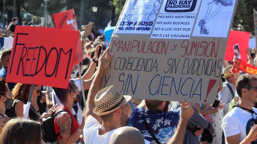 Vista de los asistentes a la manifestación celebrada en agosto en la Plaza de Colón de Madrid en contra del uso de las mascarillas