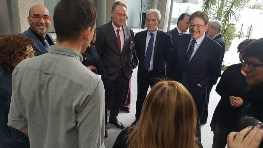 Ximo Puig con los senadores valencianos en Madrid