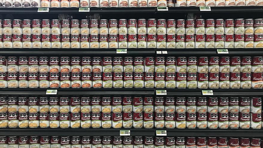 La exposición de los alimentos superprocesados en las góndolas de los supermercados diseñados para elegir sin poca información.