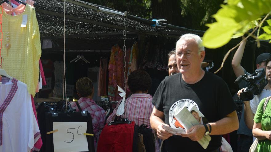 Cayo Lara pidiendo el voto en Toledo / Foto: Javier Robla