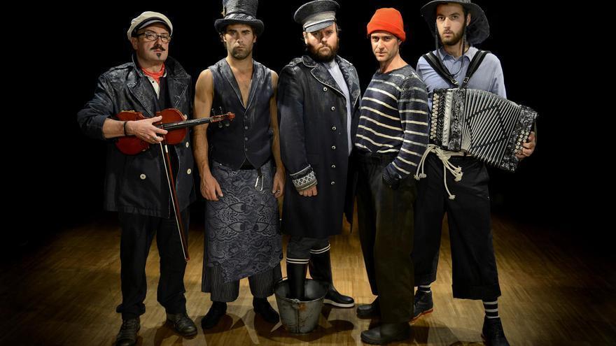 Actores de la obra.