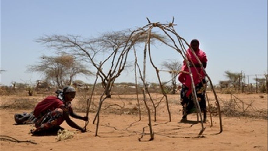 Refugiadas Somalíes En El Campo De Dagahaley (Kenia)