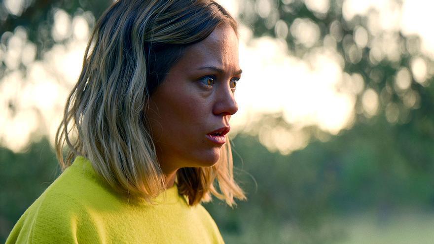 Kimberley Tell es Olivia en 'Campamento Albanta'