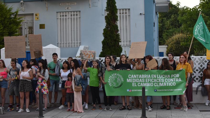 Concentración de protesta en Santander por las declaraciones de Bolsonaro por la quema de la Amazonia.| Jorge López Bravo