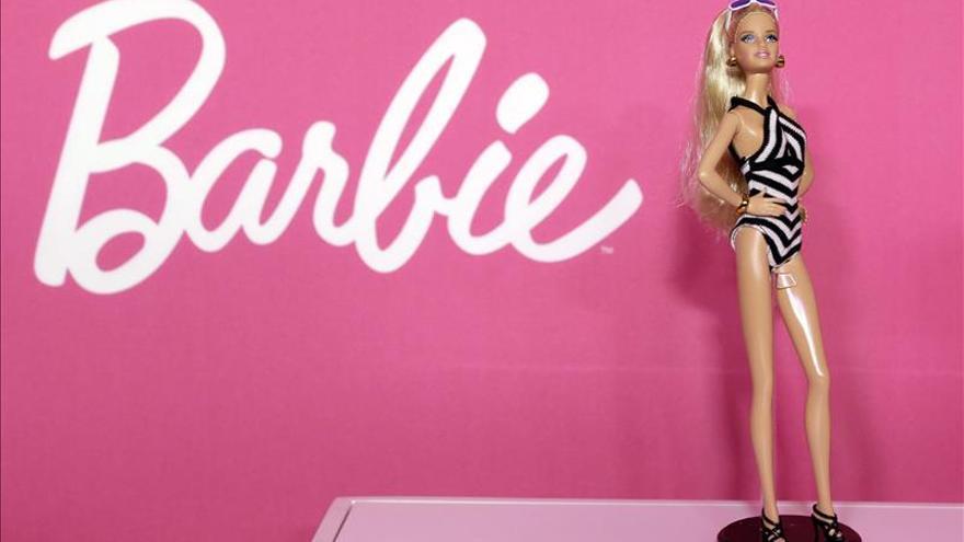 Un anuncio de Barbie rompe los moldes con un niño que juega con muñecas