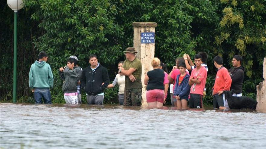 Unas 3.000 personas siguen evacuadas en el centro de Argentina tras el cese de las lluvias