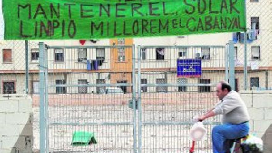Un cartel reivindicativo en el barrio