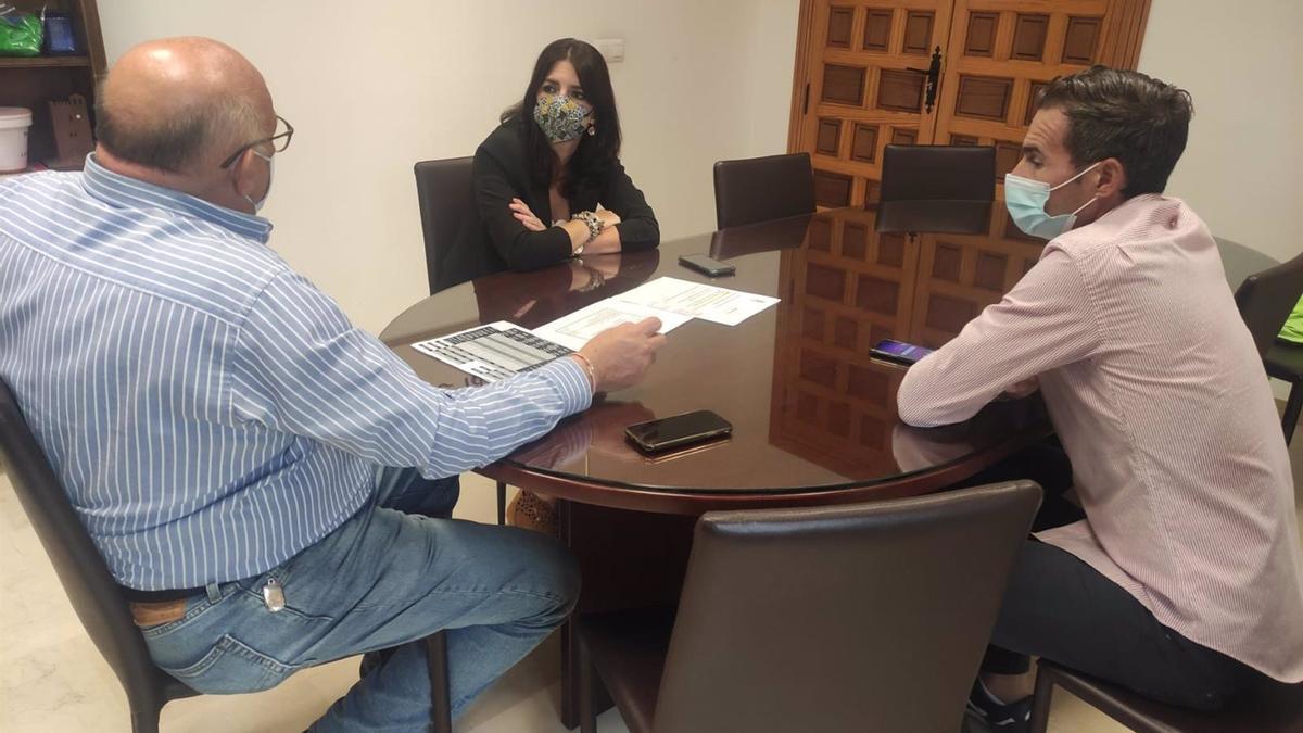La delegada territorial de Regeneración, Justicia y Administración Local de la Junta de Andalucía en Córdoba, Purificación Joyera, en su visita a La Rambla