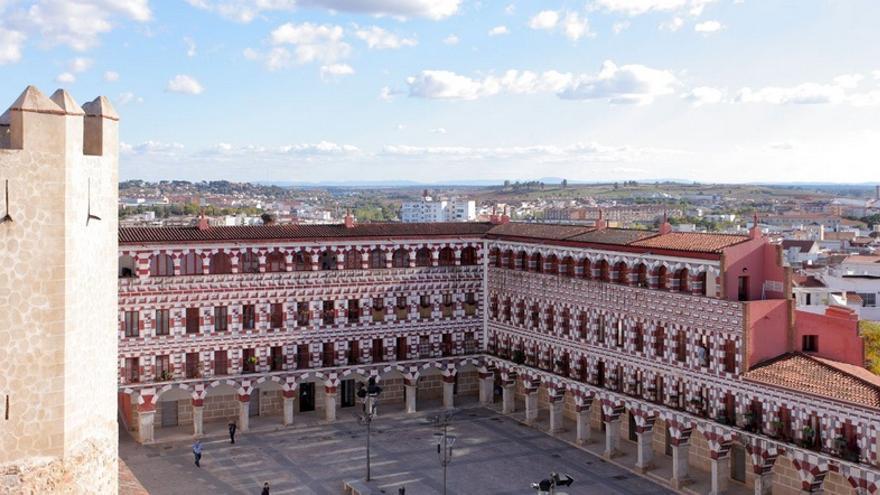 La plaza alta de badajoz escenario para defender el for Oficina de turismo de badajoz