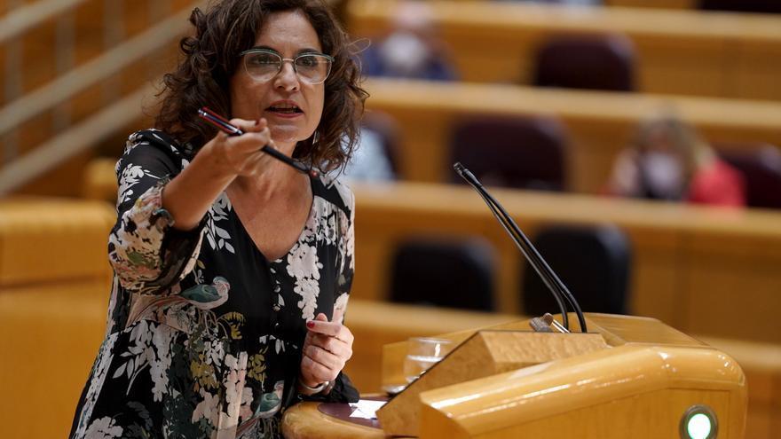 La portavoz del Gobierno y ministra de Hacienda, María Jesús Montero, interviene durante una sesión de control al Gobierno en el Senado.