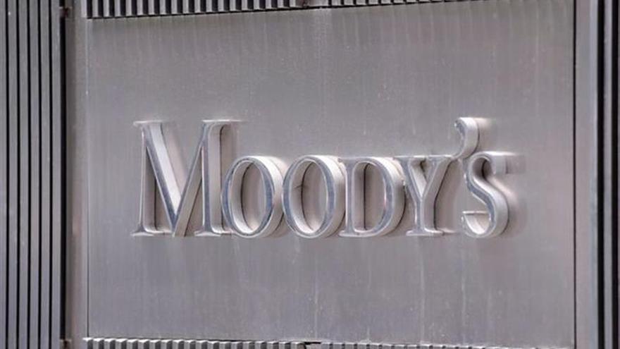 Moody's alerta de que la banca sigue teniendo muchos inmuebles embargados