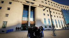 Atención mediática a las puertas del Palacio de Justicia en Pamplona