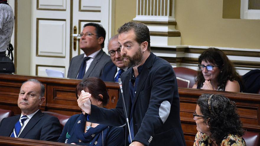 El diputado de Podemos Juan Márquez en el Parlamento de Canarias