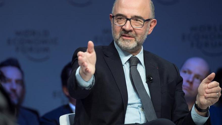 """Moscovici aún ve posible que el Reino Unido dé marcha atrás al """"brexit"""""""