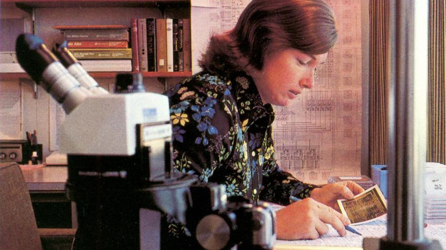 Lynn Conway trabajando en Xerox PARC (1977)