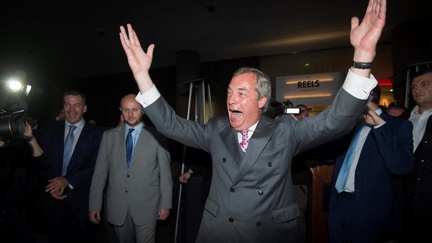 """Dimite Nigel Farage, líder del UKIP y destacado partidario del """"brexit"""""""