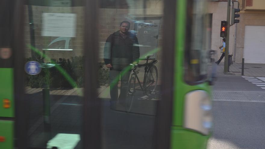 Un ciclista en Castellón.