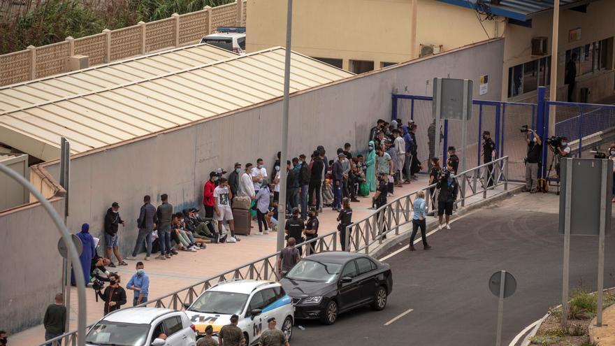 Abandonan Ceuta otros 25 menores marroquíes hacia Valencia