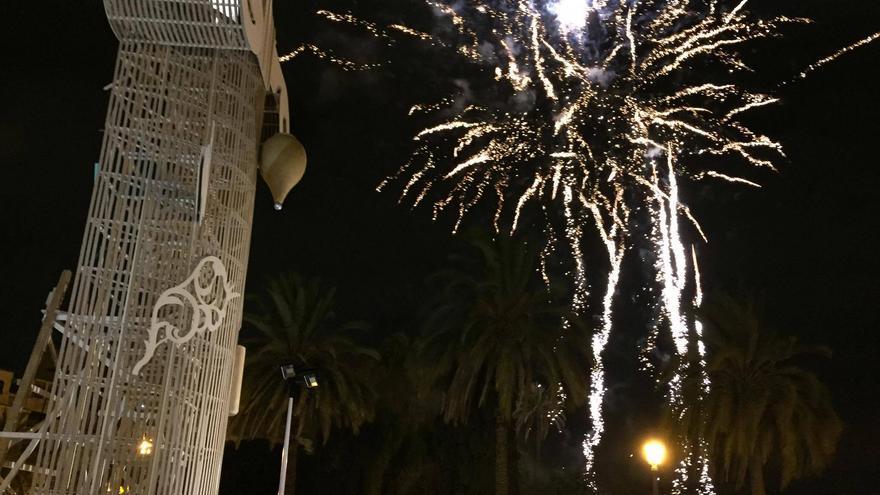 Fuegos artificiales tras la plantà del monumento Patrimonio